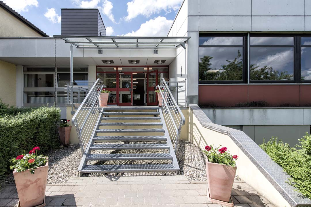 Dieses Bild zeigt einen Eingang des AWO Seniorenzentrums Weißenburg von außen